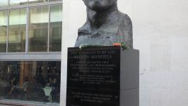 Statue of Nelson Mandela at Waterloo